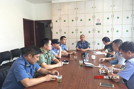 10月2日,火车南站地区综管办组织站区执法单位召开工作调度会,部署联合执法整治行动。