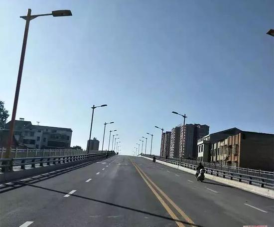 湖南省岳阳汨罗城区第三座跨铁路桥即将通车