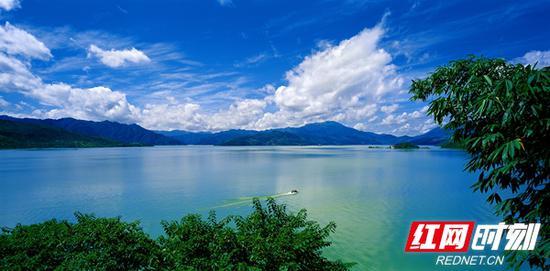 风景秀美东江湖。曹广文/摄