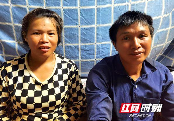 吴卫国、杨引梅夫妻俩同在钢筋班组,因为有爱人的陪伴,虽繁忙但温暖。