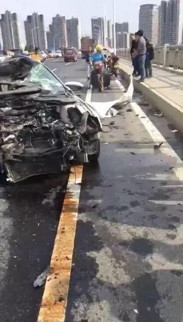 车祸现场。视频截图