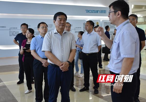 7月15日,湖南省人民政府副省长何报翔带队在苏州考察相关企业。
