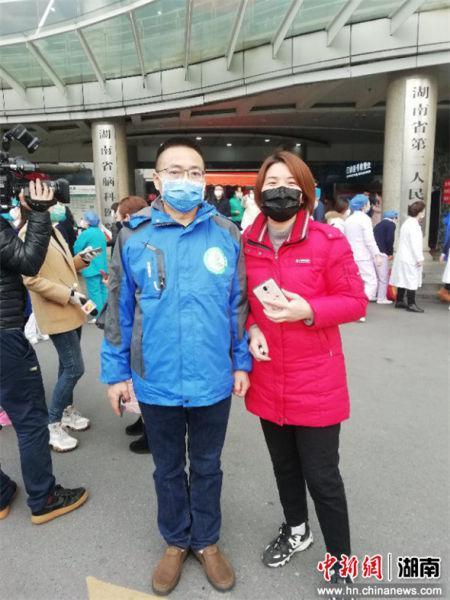 51岁的邢祖忠共13名优秀队员一起支援湖北黄冈。