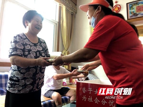 作为星沙街道的一家专业化养老公寓,康怡养老公寓从7月1日开始已为1200余人次送餐。