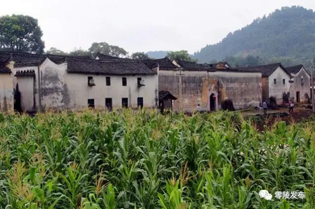 村落大部分有人居住。