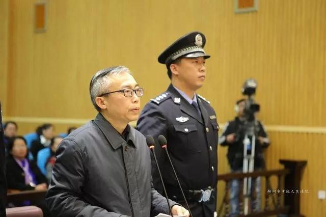 湖南省人大常委会原副主任向力力受贿案一审开庭