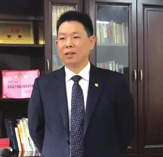 �L沙永�x��g培��W校校�L彭�I�。