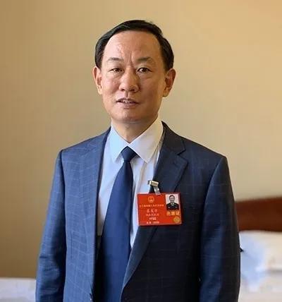 全国人大代表,湖南省公安厅党委副书记、常务副厅长、为民服务中心主任 袁友方
