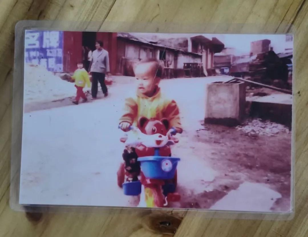 李成青小时候照片 图/受访者提供