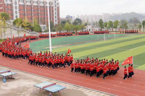 会同一中学生在跑操。(会同一中供图)