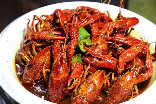 小龙虾夜宵季到来 长沙疾控提醒注意预防肝炎