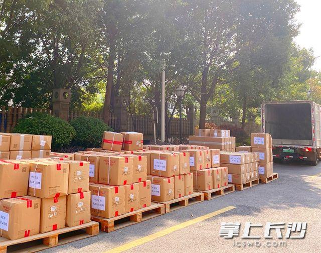 梦洁家纺向武汉抗疫一线紧急捐赠3300套床单被套