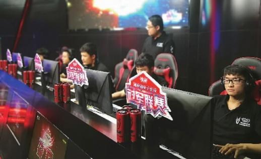 正在进行的2018战马湖南省电子竞技冠军联赛长沙赛区现场。 记者 杨田风 摄