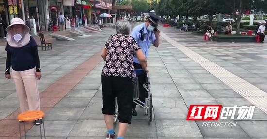 段奶奶不听劝说,要离开。