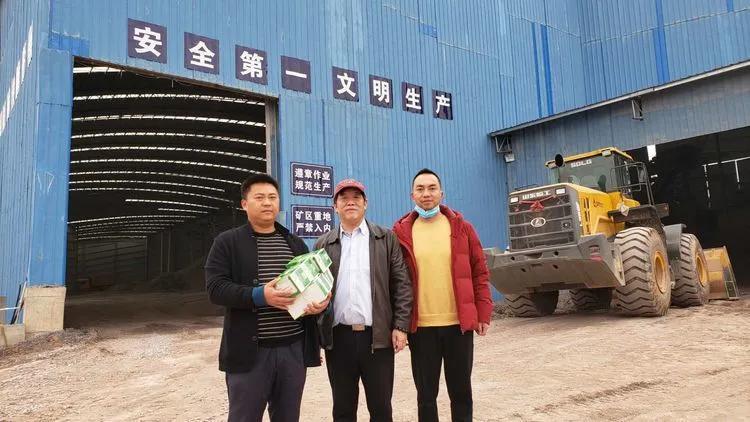 2月26日,第八站,祁东县侨企——源泰采石场,为复工复产企业捐送口罩。