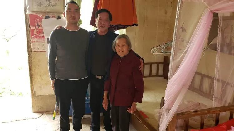 3月26日,走访慰问侨胞侨眷刘奇生的家人。