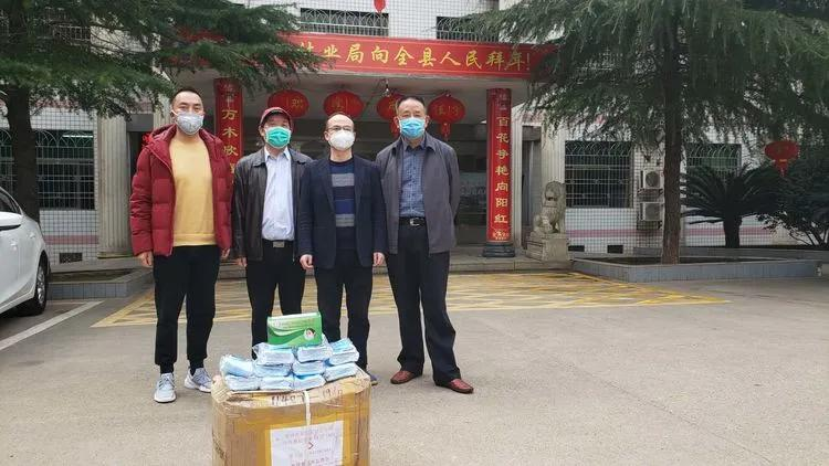 2月26日,第三站,祁东县林业局,为林业系统一线工作人员捐送口罩。
