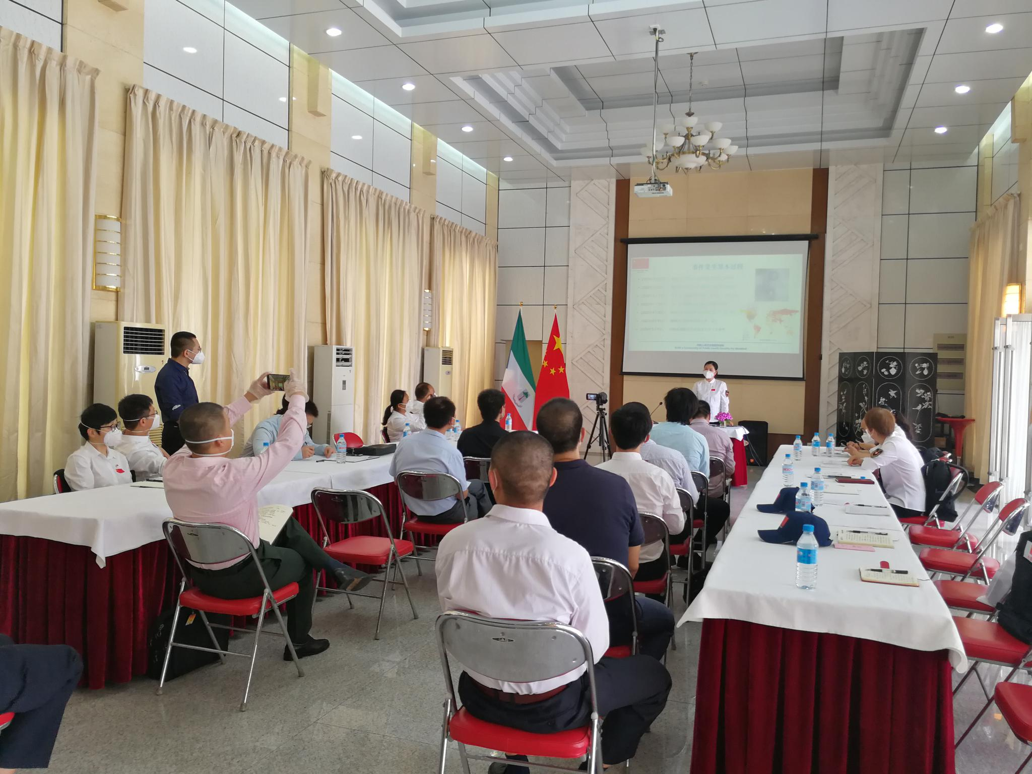 中国医疗专家组为中国使领馆和侨胞防疫培训