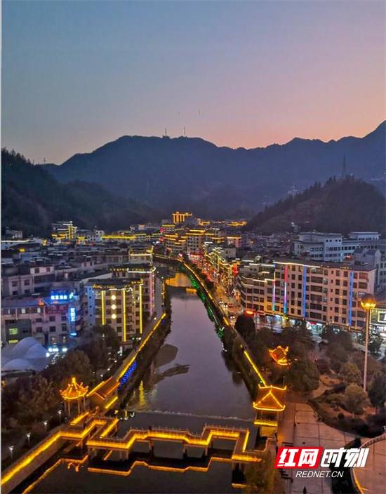 郴州市桂东县职业教育中心学生胡文豪作品《沤江河畔》。