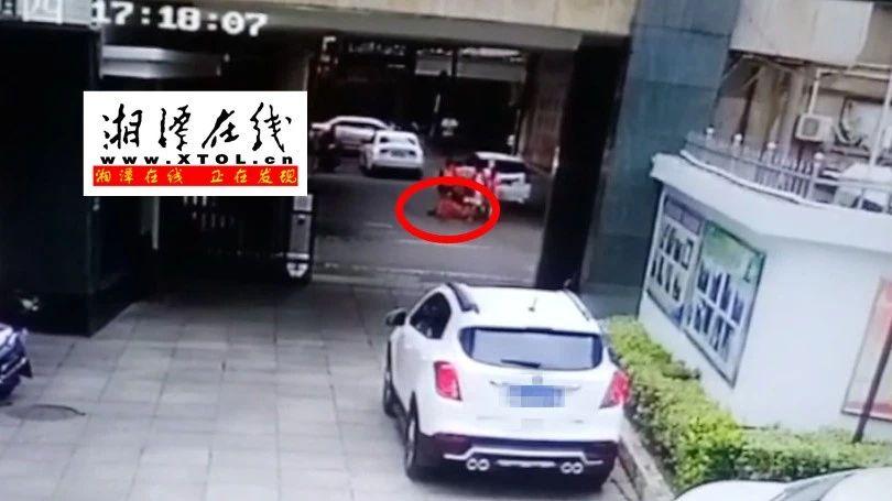 湘潭10岁男孩被高空坠物砸伤 仍未脱离生命危险