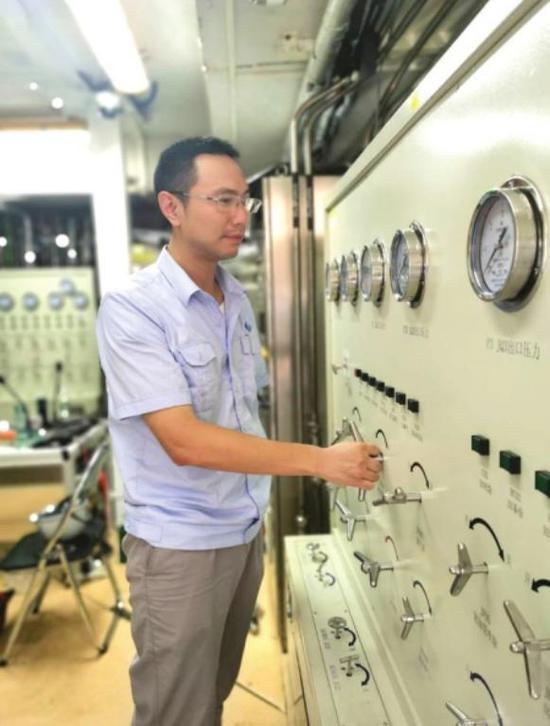 """中国文昌航天发射场,益阳人符一行是地面系统指挥员,他自称长征五号的 """" 超级保姆 """"。图 / 受访者提供"""
