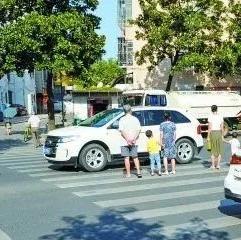 100辆车因不礼让行人被曝光 湘潭交警把姓名都公布了