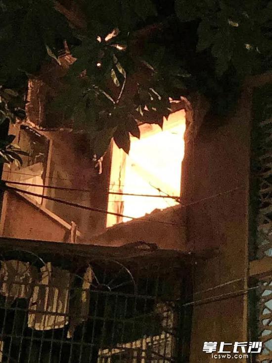 事发当时火灾情况。长沙市第四医院供图
