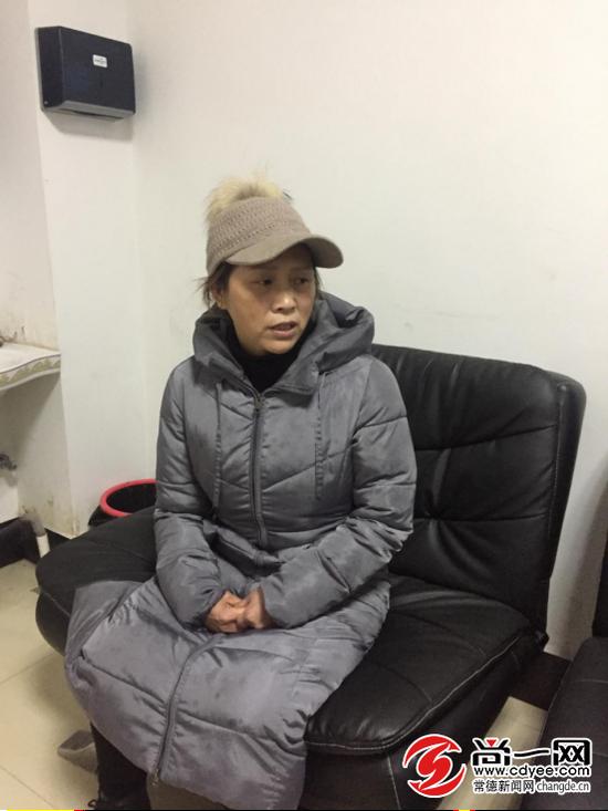 陈中云妻子接受记者采访时几度哽咽。尚一网记者 曾兰 摄