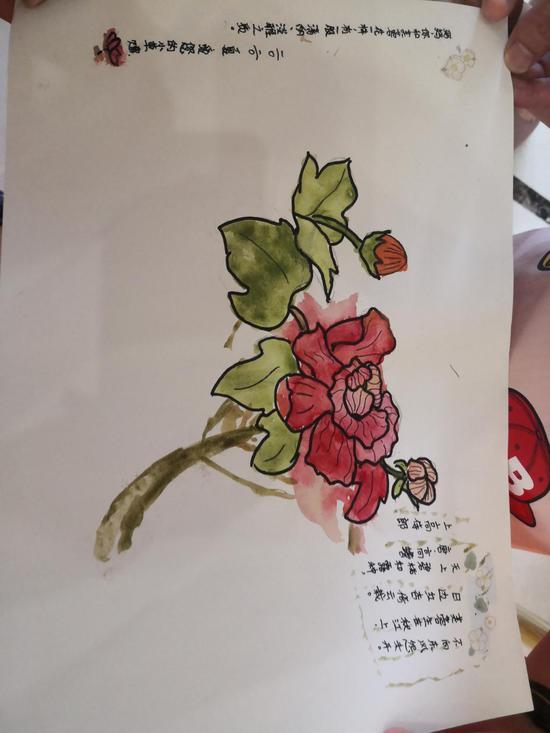 赴非抗疫医疗专家组回湘,女儿为妈妈送上自己画的芙蓉花