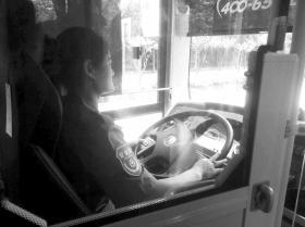 """长沙""""女司机带娃上班被停职""""后续:已正常上班"""