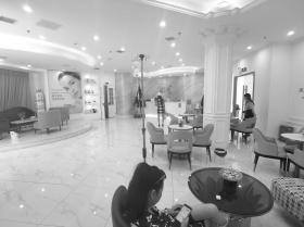 8月18日,芙蓉爱加医疗美容门诊部停业期间涉嫌新收治病人、提供诊疗服务,涉嫌落实整改要求不到位。