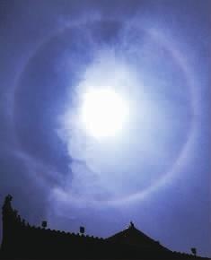 5月13日12点50分,长沙上空出现了日晕景观。 记者 郭立亮 田超 摄