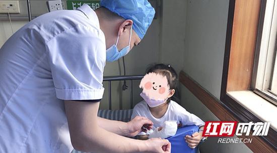 目前童童已完成了一期的手术。