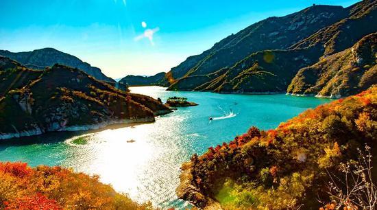 8月1日起,青龙峡旅游度假区成人门票价格由70元/人次调整为54元/人次。