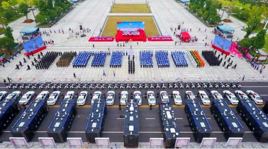 2017年,邵阳快警出街。