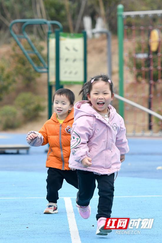 没有什么可以阻挡孩子们奔跑的热情。