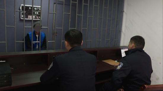 ▲审讯主要嫌疑人葛某翔