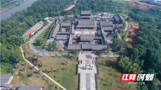 岳阳市屈子文化园景区。