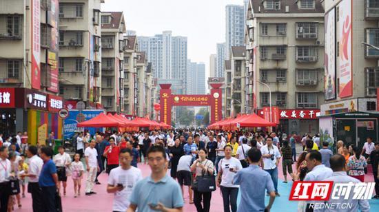 """9月6日上午,""""2020年湖南省启动消费扶贫月活动暨消费扶贫示范中心开馆仪式""""在长沙举行。"""