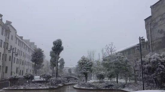 湖南下雪了!常德石门东山峰降下湖南今年首场纯雪