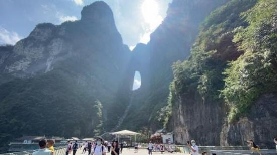 国庆假期天门山接待游客近10万人,疫情后的张家界精彩依旧