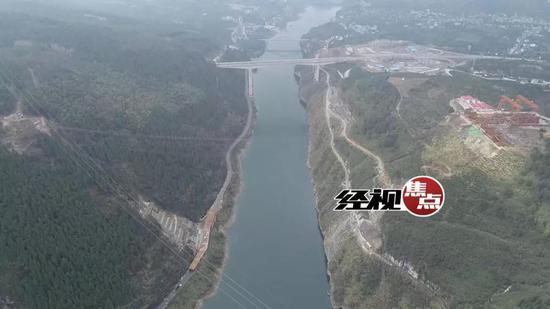 湘西酉水大桥建设试吊400吨重量 创下世界纪录