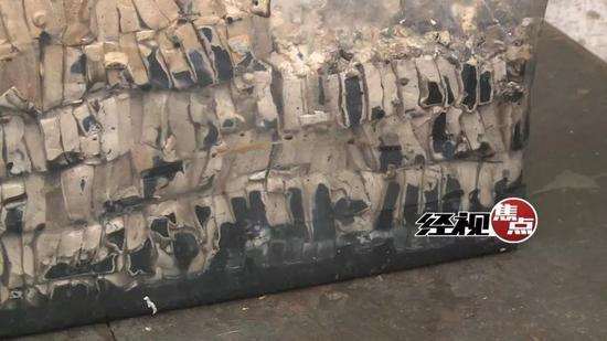 对于这些来源不明的臭豆腐,执法人员将封存进行抽样检测。