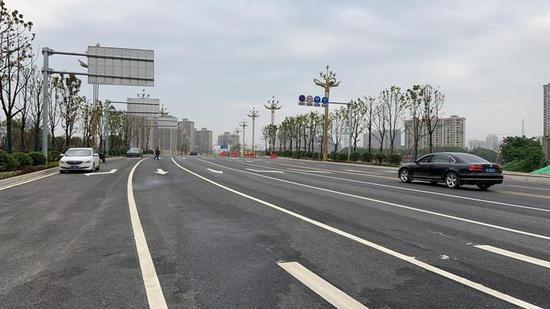 岳阳城区步行街至沿湖大道的路程缩短至原来的一半