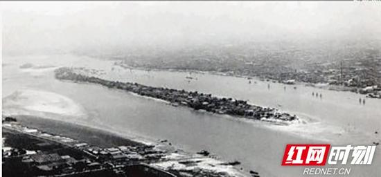 20世纪50-60年代,橘子洲大桥尚未建设。