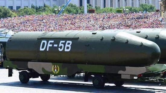 2015年纪念中国人民抗日战争暨世界反法西斯战争胜利70周年阅兵上,东风-5乙(B)洲际战略核导弹。