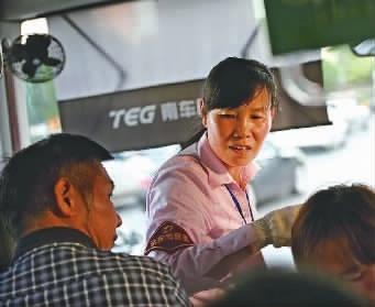▲近日,7路线驾驶员吴晓红在工作中。受访者供图