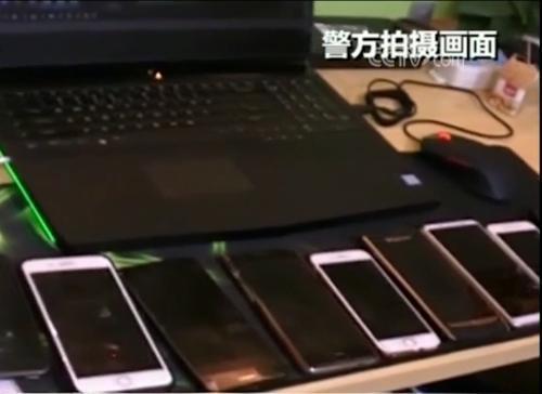 警方查获的直播平台设备和嫌疑人手机。