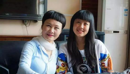 """湖南56岁""""妈妈学姐""""又考上博士研究生了!面对质疑,她说"""