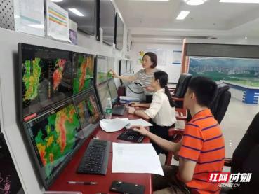 ▲岳阳气象局工作场景。